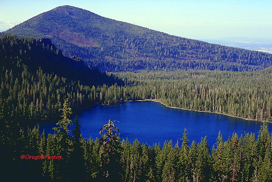 a beautiful Oregon Cascades mountain lake near Klamath Falls